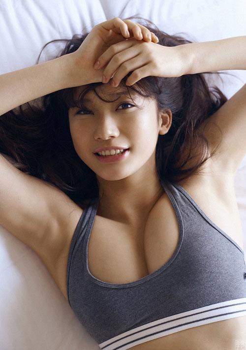 小倉優香(18) 最強のグラビア女王へ死角なしのマシュマロGカップ美少女。