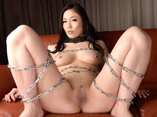 首輪をしておっぱい丸出しのM嬢をペットにしたい♪