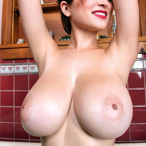 大きくて揉みがいがありそうな巨乳おっぱいを堪能したい エロ画像