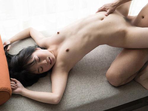 Aoi 初心な柔肌、無垢な表情、イケナイ事をしている感が凄い