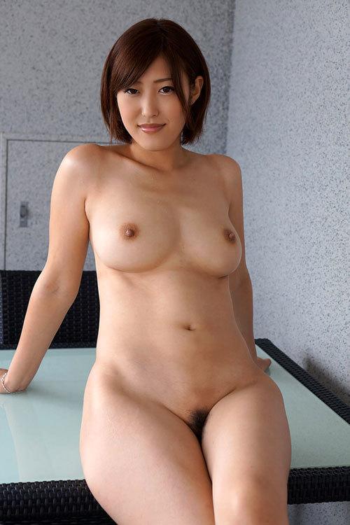 全裸でおっぱいとマン毛丸出しの女の子16