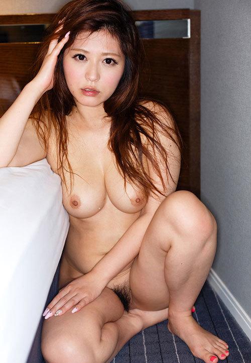 全裸でおっぱいとマン毛丸出しの女の子26