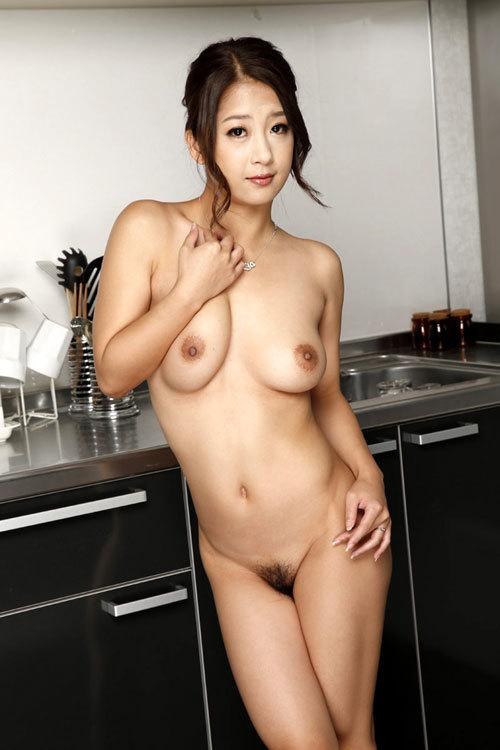 全裸でおっぱいとマン毛丸出しの女の子28
