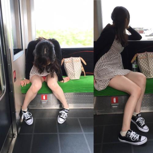 電車座席に座わればパンチラ★エロ画像50枚