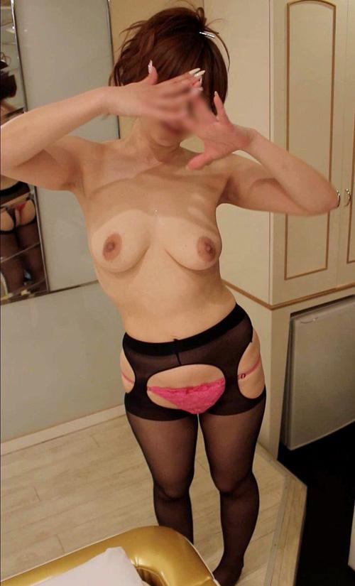 素人とは思えぬ極上おっぱい!巨乳が自慢の彼女の裸姿をスマホで撮って写真