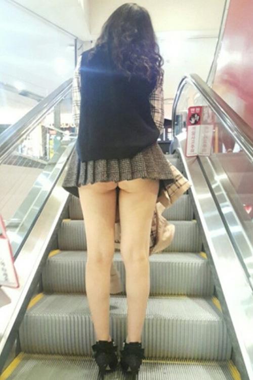 【パンチラ エロ画像】素人さんのゆるゆる股間を楽しむパンチラ画像まとめ!