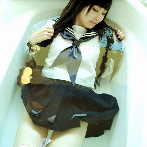 お乳が濡れ濡れで水が滴り落ちてる色っぽいな女子 えろ写真
