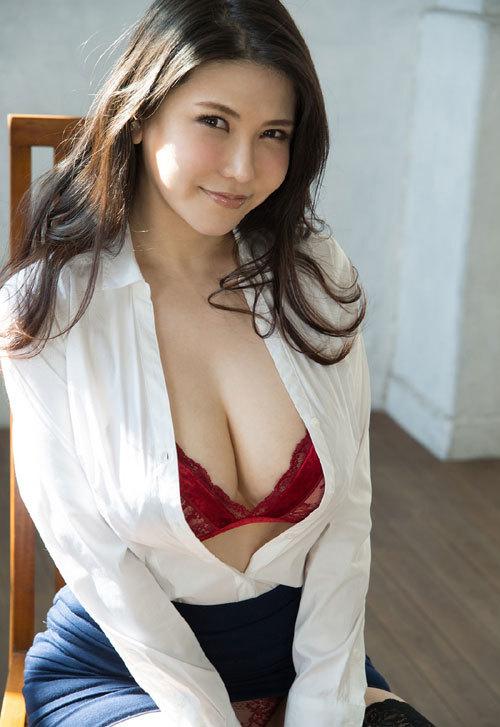 沖田杏梨のLカップ美爆乳おっぱい 19