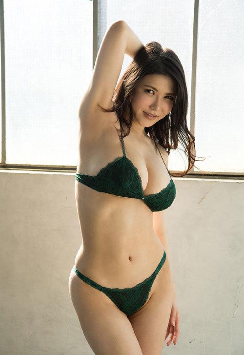 沖田杏梨のLカップ美爆乳おっぱい 33