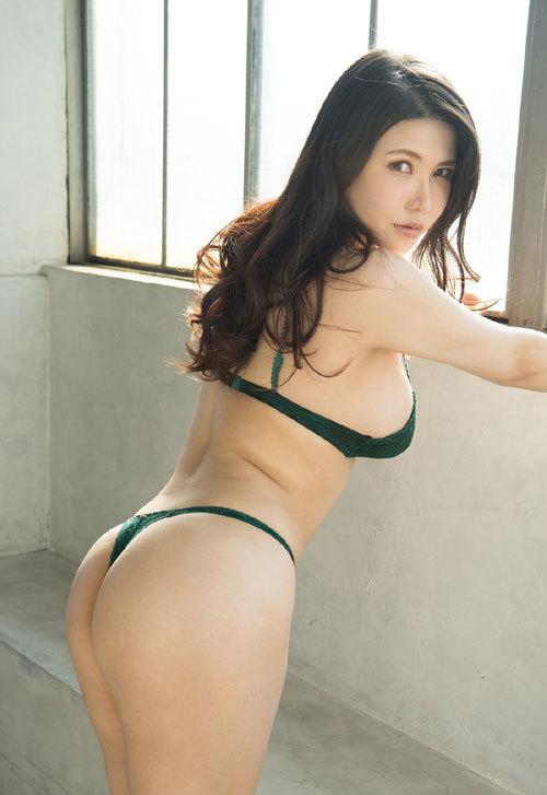 沖田杏梨のLカップ美爆乳おっぱい 34