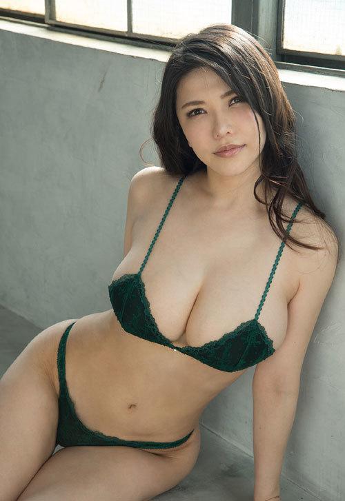 沖田杏梨のLカップ美爆乳おっぱい 35