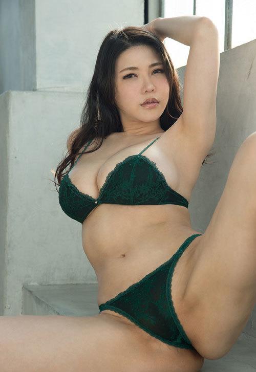 沖田杏梨のLカップ美爆乳おっぱい 36