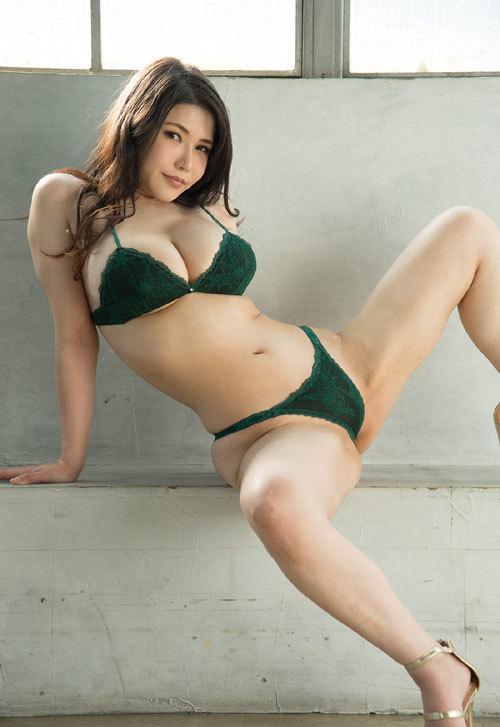 沖田杏梨のLカップ美爆乳おっぱい 37