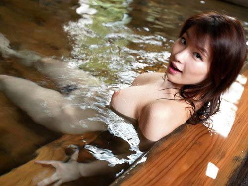 温泉に一緒に入って女の子のおっぱい揉みたい♪