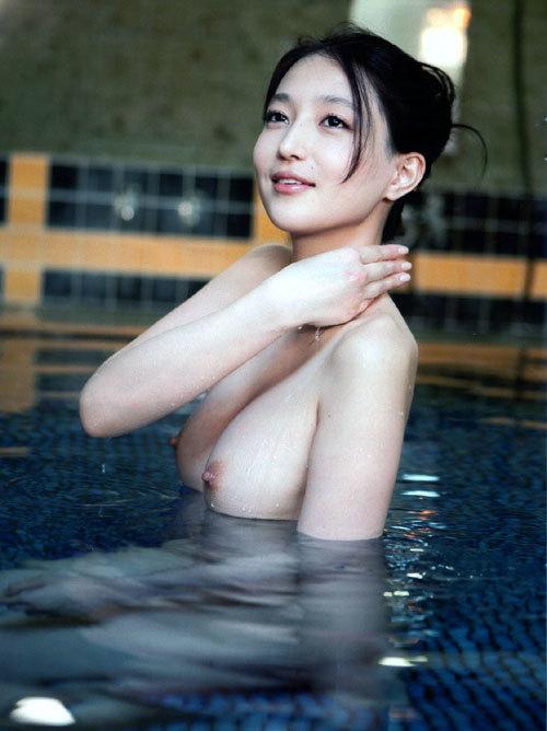 温泉に一緒に入って女の子のおっぱい揉みたい1