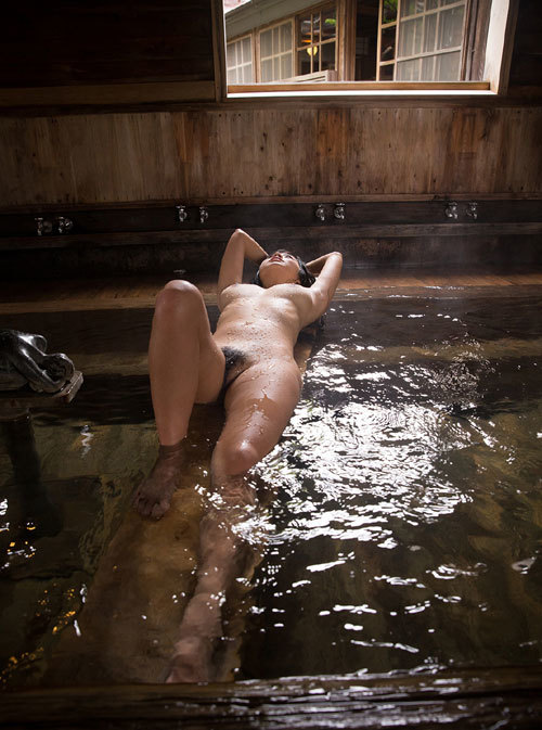 温泉に一緒に入って女の子のおっぱい揉みたい13