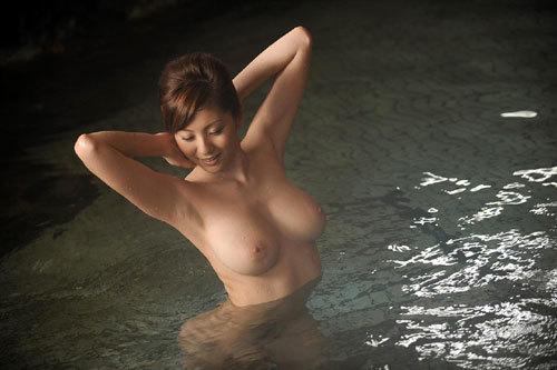 温泉に一緒に入って女の子のおっぱい揉みたい15