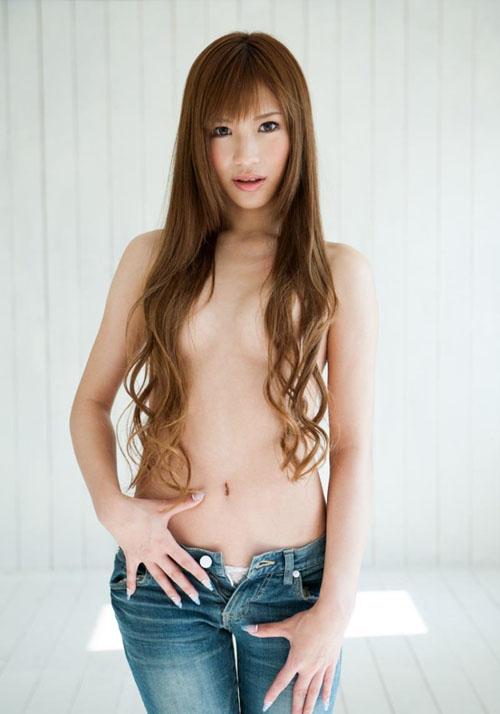 【おっぱいエロ画像】髪ブラして乳首や乳輪を隠してる美女たちのセミヌードwww