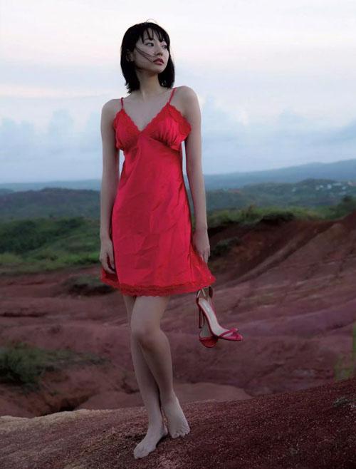 武田玲奈「可憐なビキニ。」女優として大活躍の彼女が初DVDリリース。20歳の弾ける笑顔と細い体の水着グラビアが最高すぎる