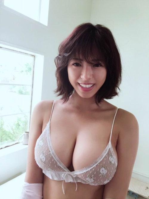 明大4年・わちみなみ(22)の乳撮り