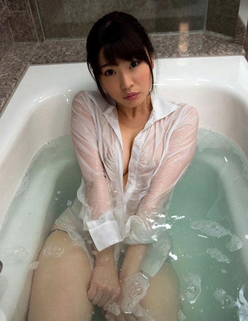 濡れた服から透けて見える女の体は、どうしてこうもエロいのか!?野々宮みさと JULIA エロ画像