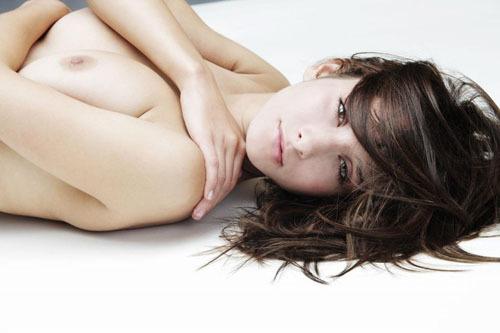 【海外ヌードエロ画像】抜けるほど白い肌の海外美女たちのヌード画像に勃起不可避!