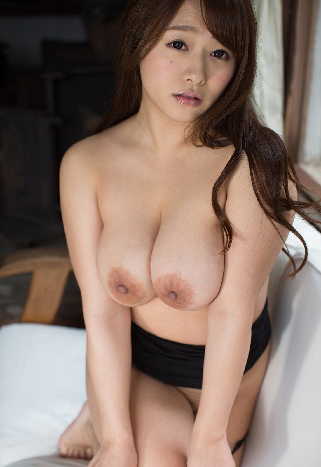 白石茉莉奈さん エロな美巨乳輪でGカップの垂れ乳お乳に見惚れちゃう