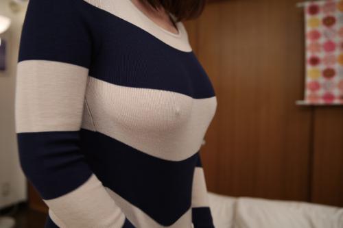 【スケスケエロ画像】ノーブラニットの乳首透けはマジ反則…興奮しかしないんだけどwww