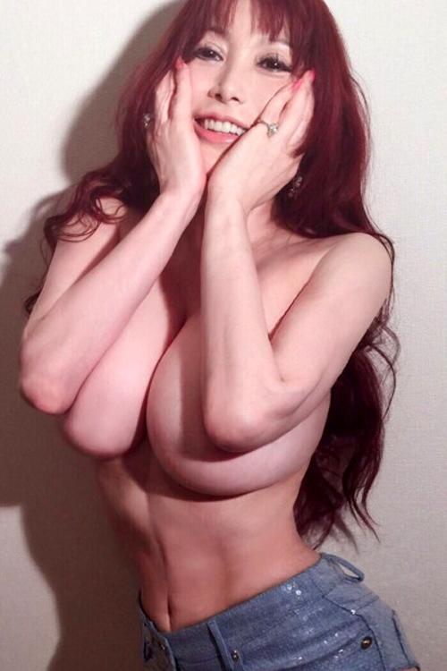 叶姉妹の巨乳画像、QカップとRカップの間と言われる魅乳を堪能なさい!!