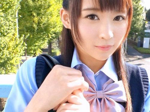 制服の中のC ゆらちゃん おじさん好きな出会い系制服美少女に、男の味を教え込む!