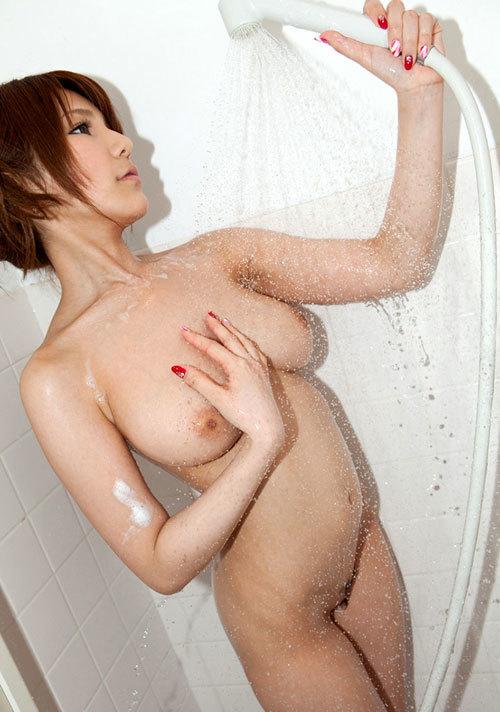 シャワーで濡れ濡れになったエロおっぱい1