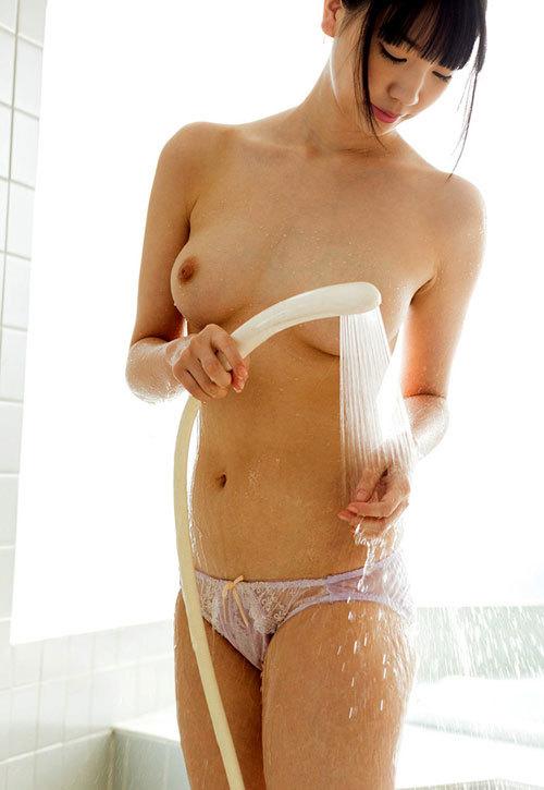 シャワーで濡れ濡れになったエロおっぱい14