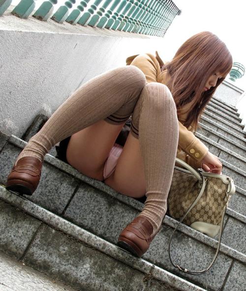 【パンチラエロ画像】そこら辺に居てる素人さんのスカート中の生パンツを激写www