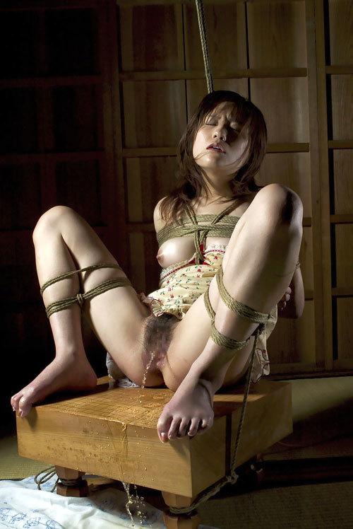 おっぱいを縛られて感じてるドM嬢を調教30