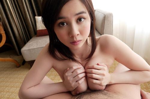 吉川あいみの天然色白Hカップの美巨乳おっぱい 32
