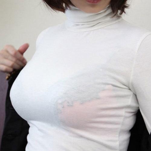着衣巨乳の大きなおっぱいが隠しきれないおねえさんの胸元に釘付け
