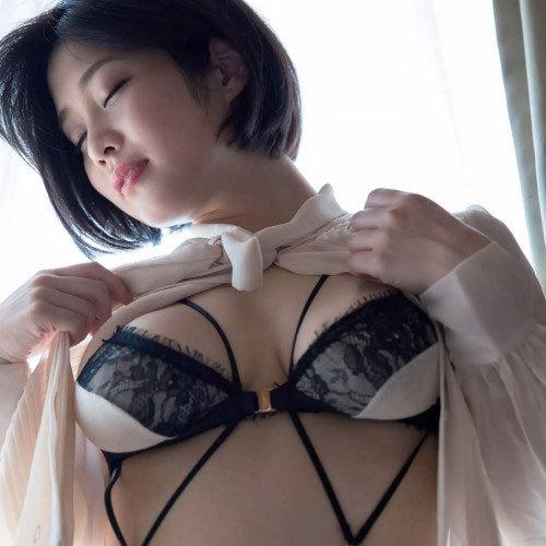 橘花 凛 Hカップの美女と、ホテルで二人っきりの不倫セックス画像