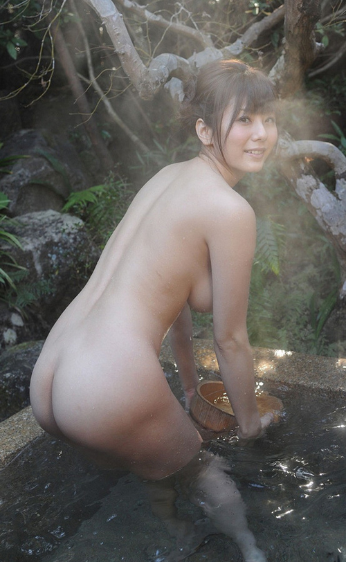 成熟した女と温泉の親和性がすごくてエロさ炸裂してる入浴エロ画像wwww