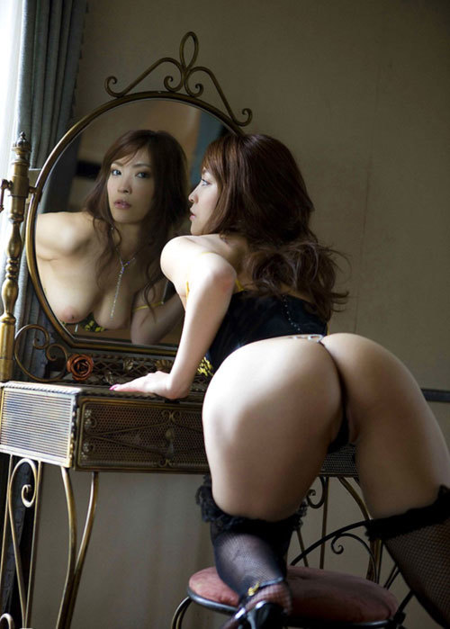 鏡に映るおねえさんのおっぱいに興奮6