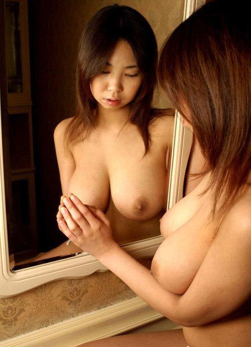 鏡に映るおねえさんのおっぱいに興奮21