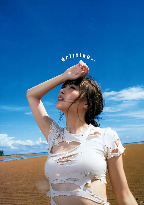内田理央(26) 「キングダム」コスでボロボロに破れたシャツ姿。