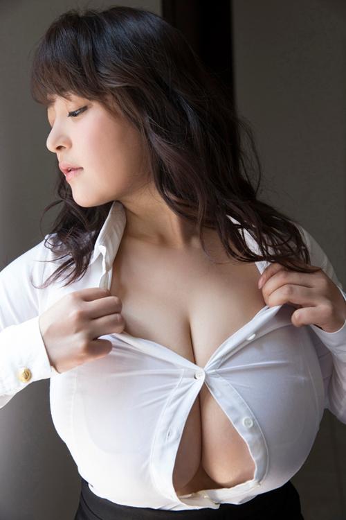 人気爆乳グラドル、乳首透けを過去に晒していた模様www【エロ画像35枚】