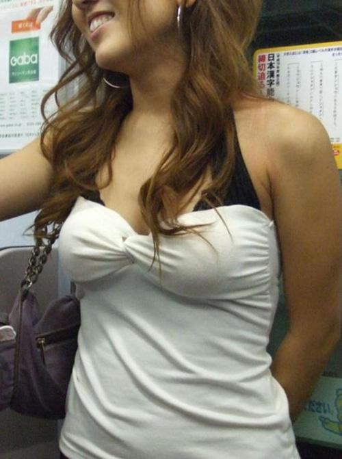 【街撮りおっぱい】思わず揉みたくなるお姉さんの着衣巨乳画像wwww