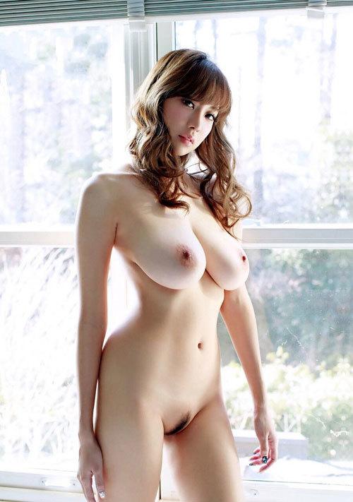 全裸でおっぱいとヘア丸出しの女の子に興奮7