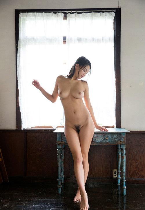 全裸でおっぱいとヘア丸出しの女の子に興奮12