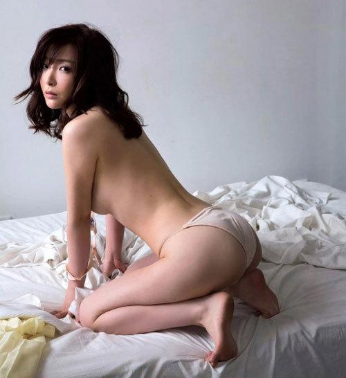 日本一美しい31歳と言われる竹内渉(たけうちあゆむ)がソフマップ!&尻出しセミヌード画像