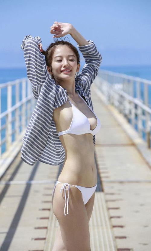 伊東紗冶子のキャスター界ナンバーワンおっぱい14