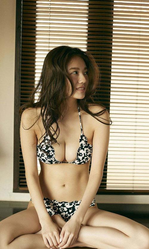 伊東紗冶子のキャスター界ナンバーワンおっぱい18