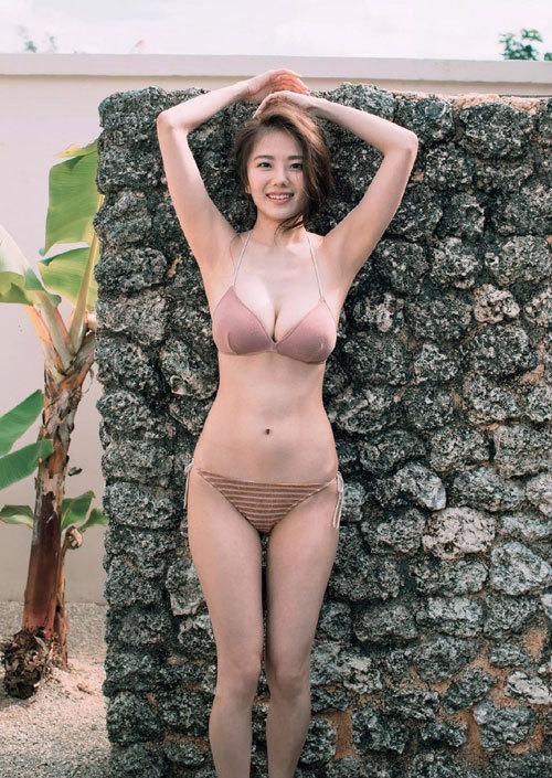 伊東紗冶子のキャスター界ナンバーワンおっぱい35