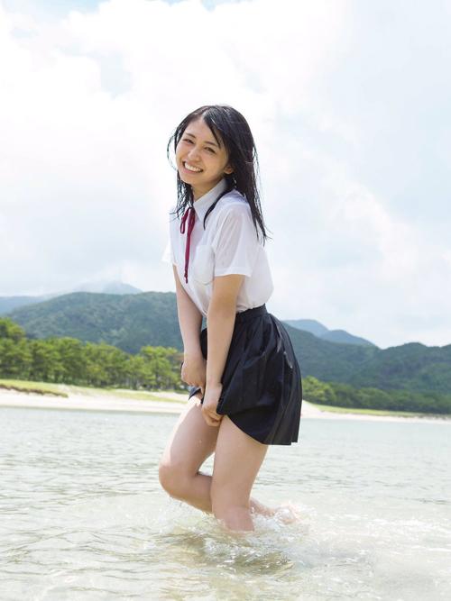 【画像あり】欅坂46の長濱ねる(19)の1st写真集の初水着カット解禁で美しいクビレとおっぱいに興奮www